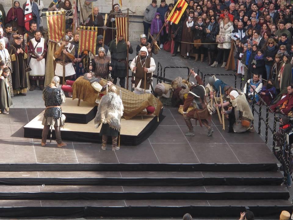 Almogávares rindiendo homenaje a su compañero Diego de Marcilla en las Bodas de Isabel de Segura