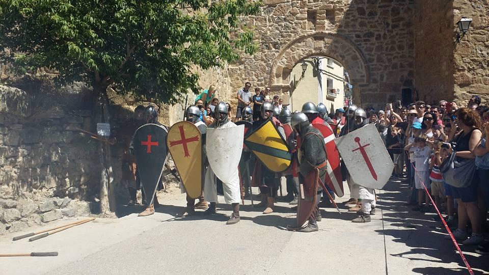 Tropas prestas para la batalla en la Alvarada de Cañete