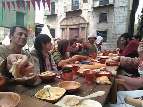 Comida en el Campamento Almogávar y Ultramontano