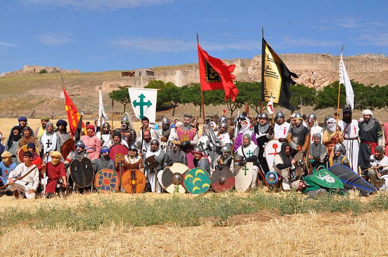 Recreacionistas participantes en la batalla de Alarcos, entre los cuales, estamos los Almogávares de Zaragoza