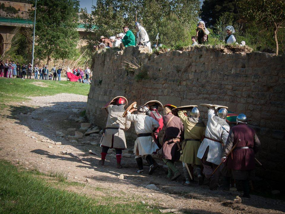 Partida de Almogávares hostigada desde las murallas de Alcañiz