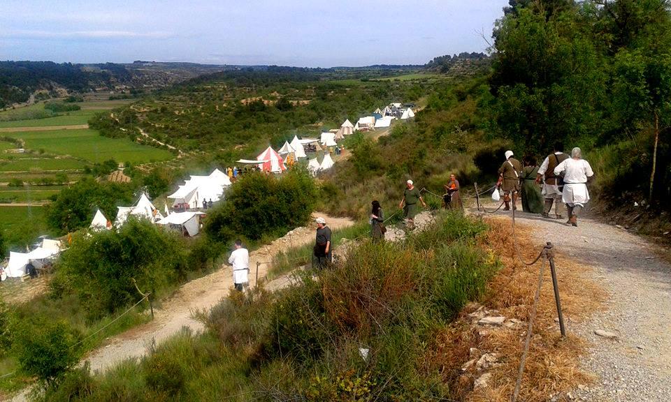 Bajada al campamento medieval desde el castillo de Ciutadilla