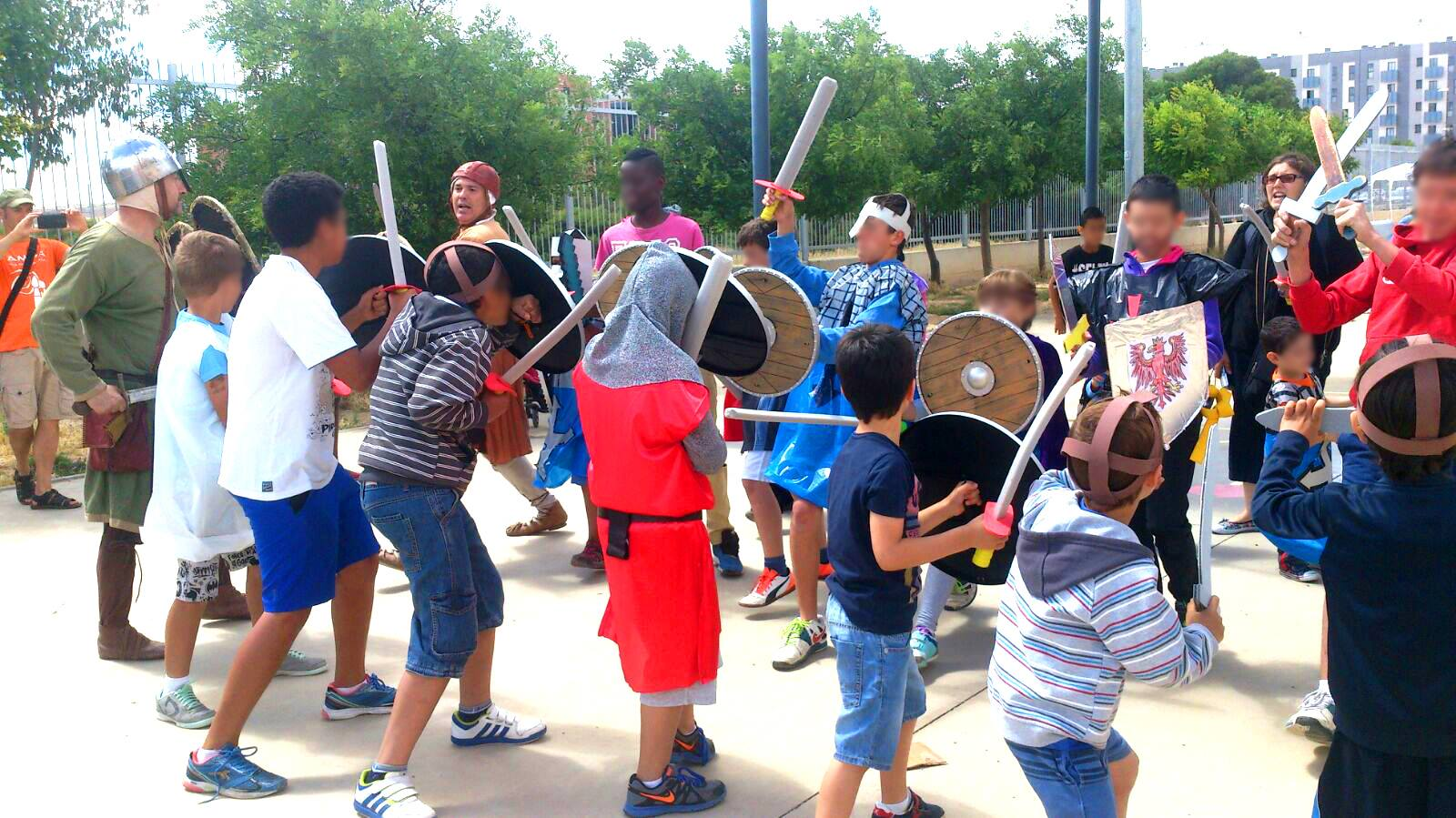 Entrenamiento de tropas en jornada multicultural colegio Valdespartera