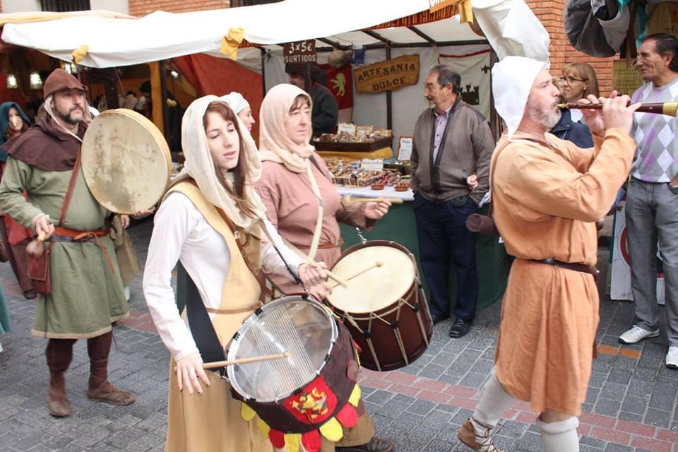 Pasacalles musical por el mercado medieval en la Partida de Diego