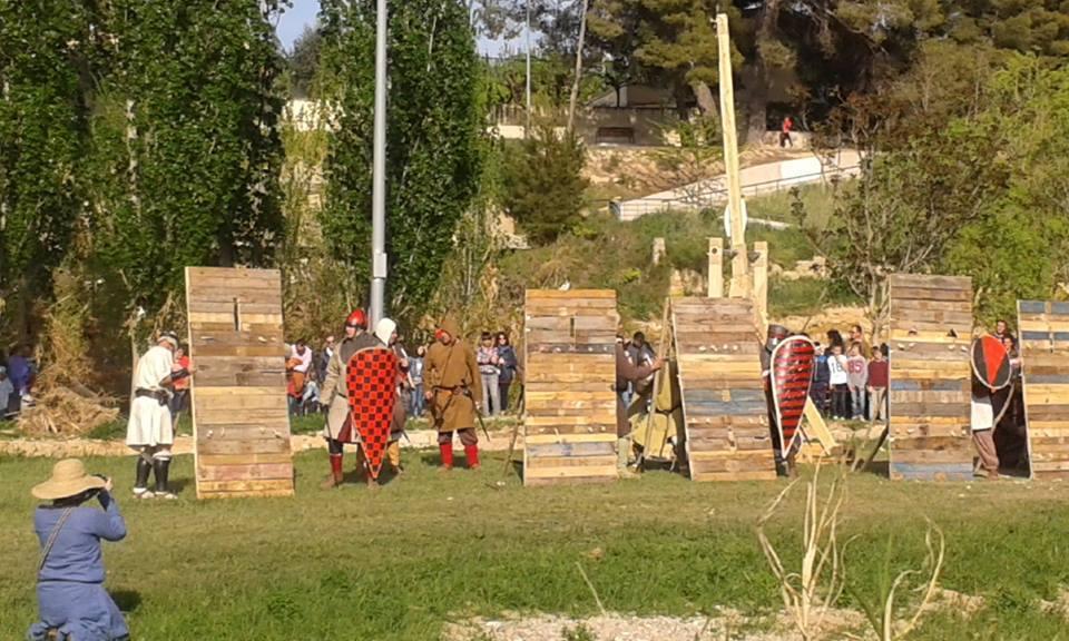 A resguardo de las flechas en la Batalla de Alcañiz año 1300