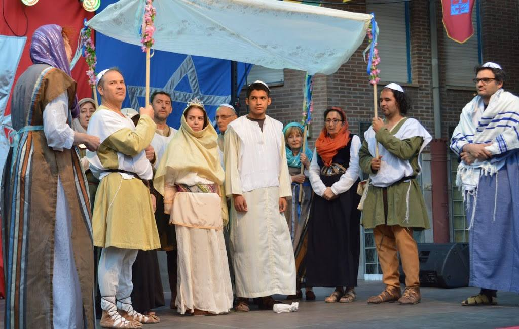 Momento de la Boda judia en mercado 3 culturas de Zaragoza
