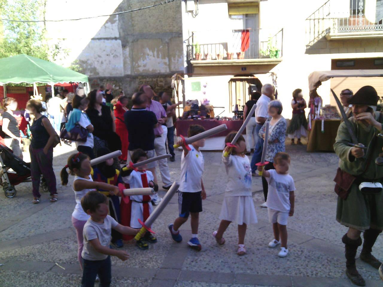 Taller de lucha con espadas  en Luesia en la Don Miguelada