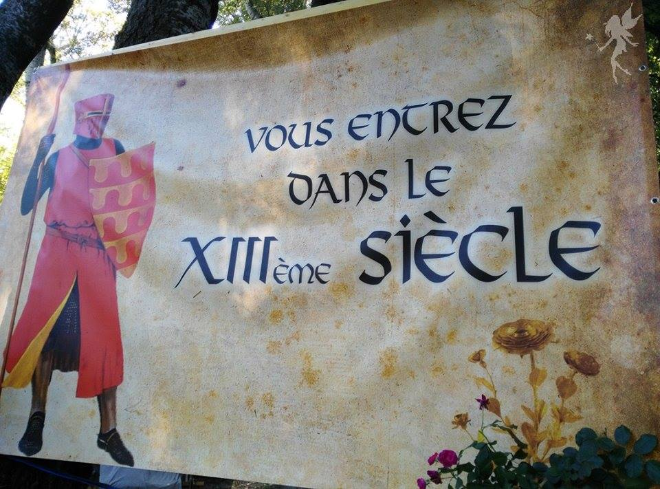 Cartel de campamento en la rosa de oro de Avignon