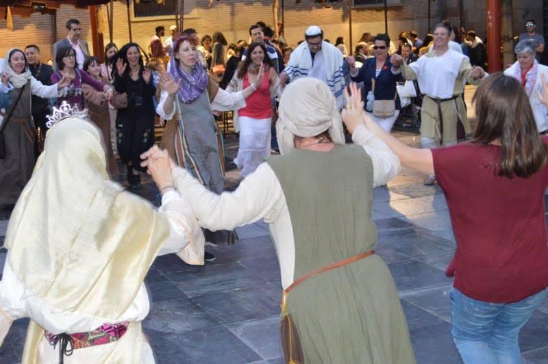 Bailes Hebreos después de la boda judía en el mercado de las 3 culturas de Zaragoza